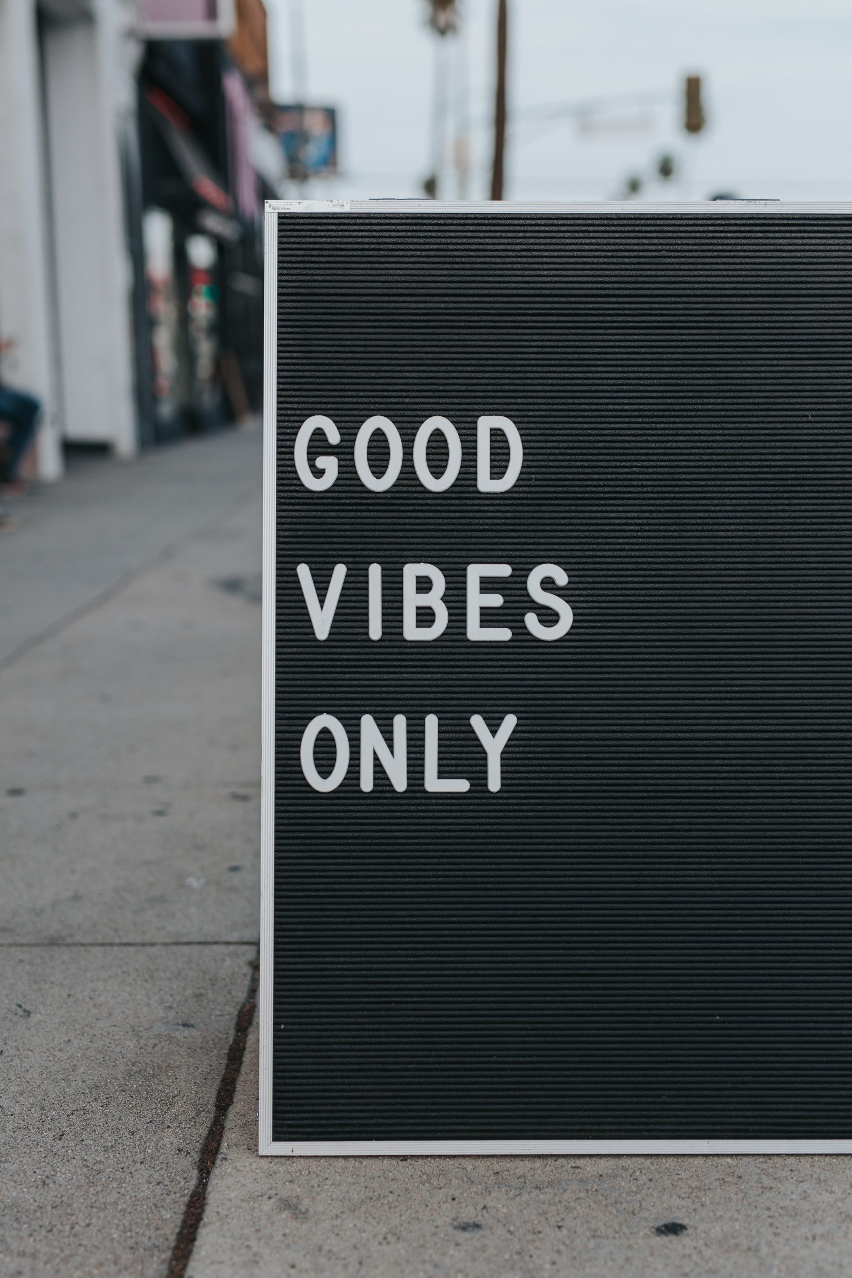 Good Vibes Only sign.
