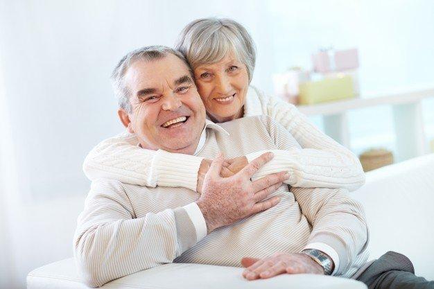 senior-couple-hugging-home_1098-1297